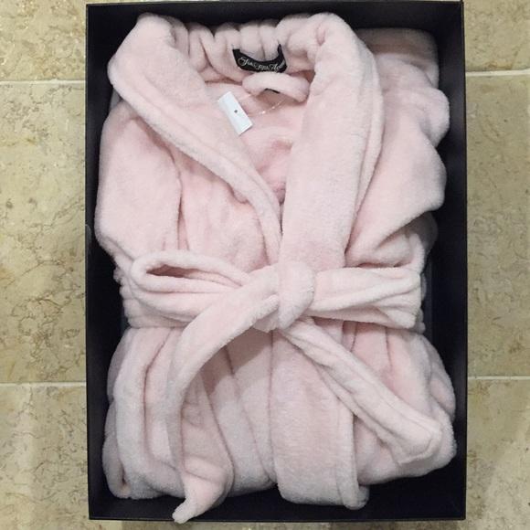 a2ed83722411 Saks Fifth Avenue Intimates   Sleepwear